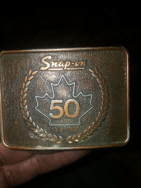 brown and gray Snap-on belt buckle