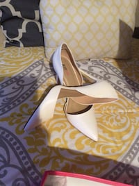 Pair of white just fab leather d'orsay pointed-toe stiletto shoes sz 10 Myrtle Beach, 29579