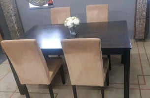 Beautiful dining set/delivery available