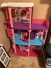 Doll house / Barbie dolls