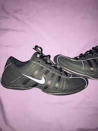 Black Nike sneakers excellent condition size 6