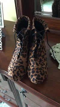 pair of brown-and-black leopard print boots Mohawk, 13407