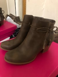 Ankle boots size 8.5  New York, 11207