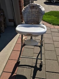 baby's white and gray high chair London, N5X 4L4