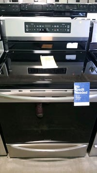 New frigidaire glass top electric Stove 30inches. Manorville, 11949