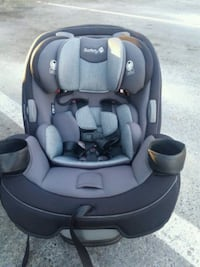 baby's black and gray car seat Seattle, 98105