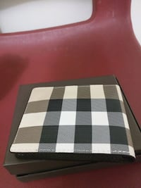 Burberry leather wallet  Mississauga, L5B 3Y2