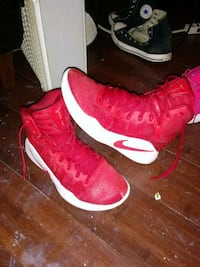 pair of red Nike basketball shoes Ludlow, 41016