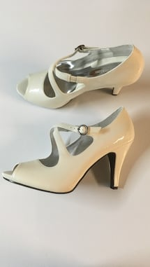 Naturalizer off white mary jane open toe pumps size 8m