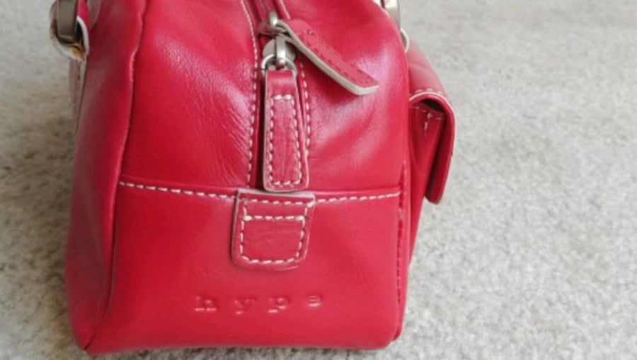 Women's 100% genuine leather cherry red handbag (brand: Hype) 49834dc0-e5bd-4476-963b-aca4764a6136