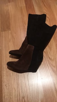 Pair of black suede boots Toronto, M9P 3T8