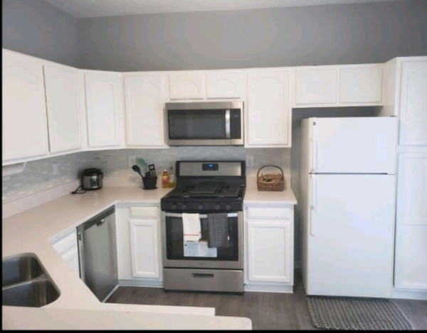 FULLY FURNISHED & REMODELED For Rent 3BR 3.5BA 98f2d05a-dd1a-4ee5-888a-6f4d49ba773f