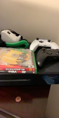 Xbox One W 2 Controllers & 3 Games Wilmington, 28405