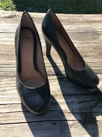 Classic black heel with great support and padding size 7 Never worn
