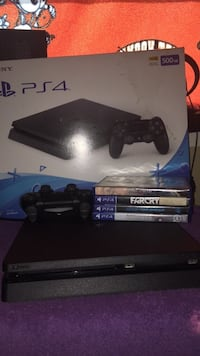 Sony ps4 console with controller and game case Houston, 77007