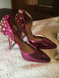 Size 5 1/2 pointed toe sequin ankle strap pumps North Richland Hills, 76182