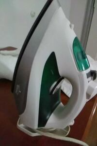 white and green clothes iron DeSoto, 75115