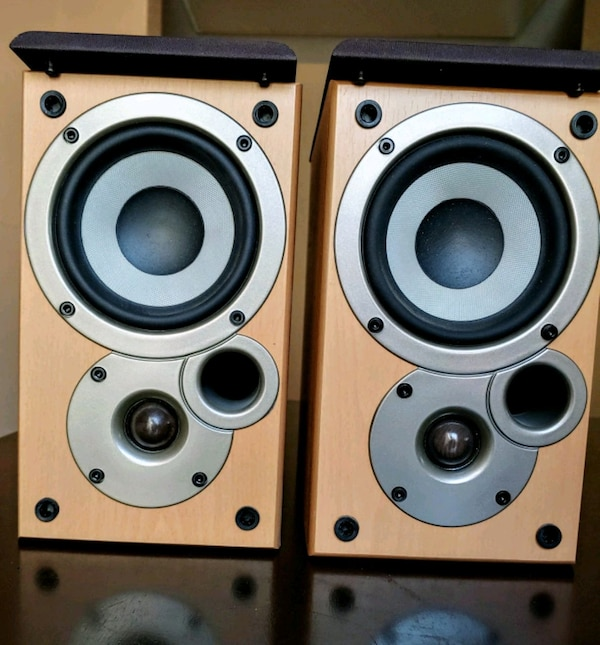 Bookshelf Speakers 6c99c5fa-bbd7-4e7d-8345-b7a08d2523ff