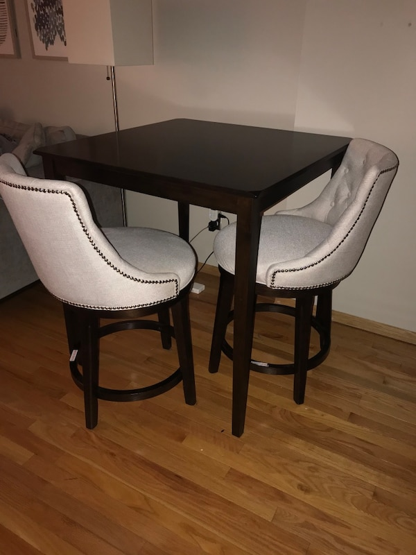 Wondrous Counter Top Height Table With Two Bar Stools Short Links Chair Design For Home Short Linksinfo