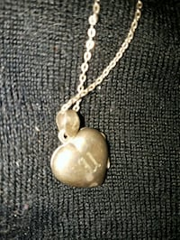 gold-colored heart pendant necklace Calgary, T2Y 4J3