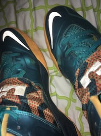 Nike Lebrons shoes green and orange, size US 10  Mississauga, L5M 7L5