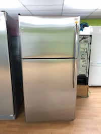 GE stainless steel top freezer refrigerator  47 km