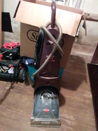 black and green upright vacuum cleaner La Marque
