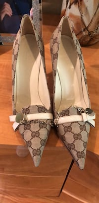 Gucci shoes Roseland, 07068