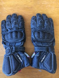 Winter gloves with knuckle shield