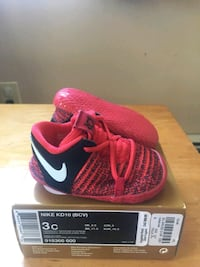 pair of pink Nike running shoes with box Vancouver