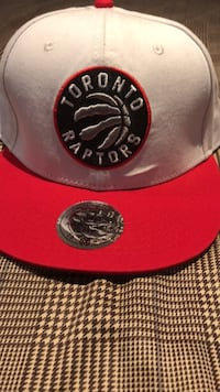 red and black fitted cap Burlington, L7M