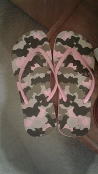 Brand new camouflage flip flops  Whiteford, 21160