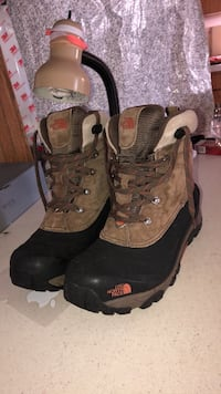 pair of brown-and-black hiking boots Danbury, 06811