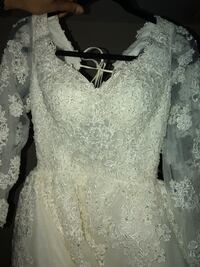 Hand beaded Custom made Wedding Dress 3mo old w matching 8ft long vail Temple Terrace, 33617