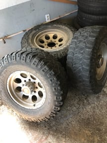 "17"" Mickey Thompson wheels with 35"" Mickey Thompson Tires"