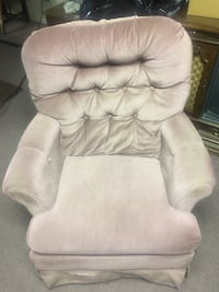 tufted white fabric sofa chair Hagerstown, 21742