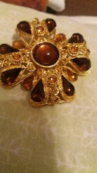WOMEN BROOCH AND PENDANT