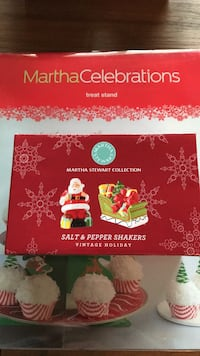 Christmas Holidays decorations- Martha Collections- salt and pepper shaker new in box  Williamsburg, 23188