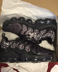 For sale/9.5 Nike vapermax Toronto, M9V 4C4