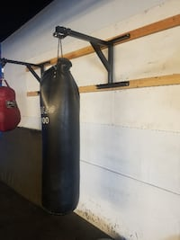 Boxing bag and wall mount Los Angeles