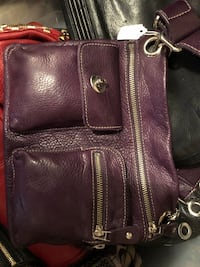 Roots leather cross body. Burgundy color good condition Vaughan
