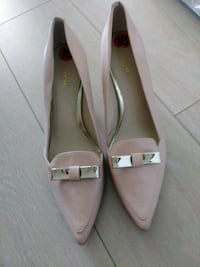 Coach shoes pair of pink pointed-toe heeled shoes
