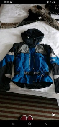 Womans NorthFace, size: Med  Queens