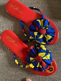 Sandals. Women's Red African Print All Day Slipper EUR 38 / US 7.5 Apple Valley, 55124