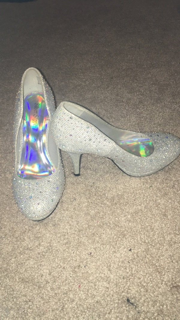 f5eb2eda42c Used Sparkly Silver Heels Women s Size 6 for sale in Oak Ridge - letgo