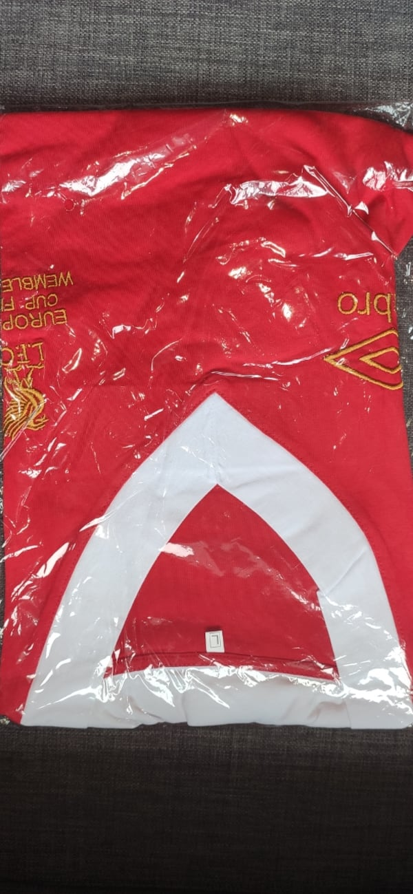 Liverpool T-Shirt L Beden dea702b5-7273-45cb-add3-d17b380ac8fb