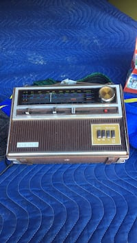 Old radio Pickering, L1V 5V6