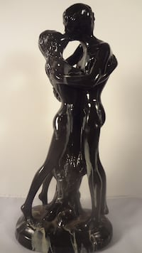 STATUE OF A MAN AND WOMEN EMBRACING