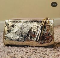 Michael Kors cosmetic bag with bag charm, used, very good condition Mission Viejo, 92691