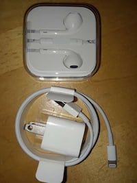 Apple lightning to USB charger and Apple Earpods 2295 mi